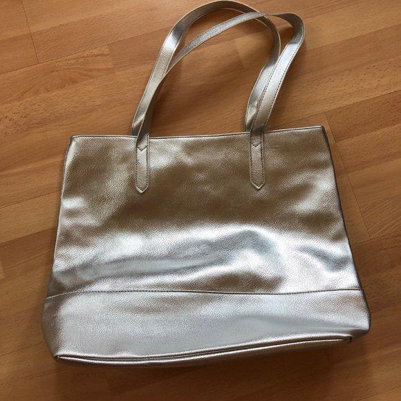 Bloomingdale's Handbags - NWOT Bloomingdales Silver Bag